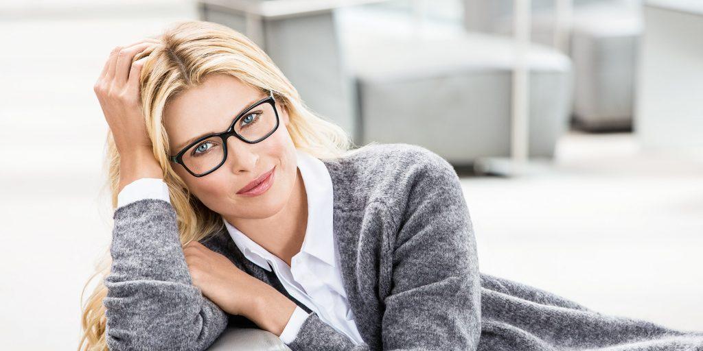 Donna con occhiali